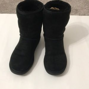 Ugg boot size 6 black in very good shape